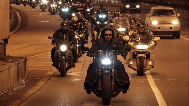 """Live: Der russische Motorrad-Klub die """"Nachtwölfe"""" starten Fahrt nach Berlin"""