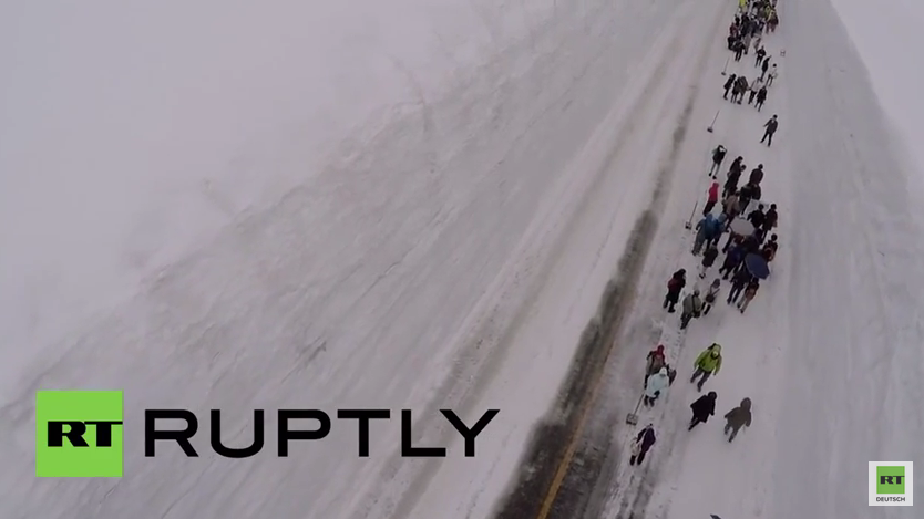 Japan: Außergewöhnliche Schneestraße zieht Massen an Touristen an
