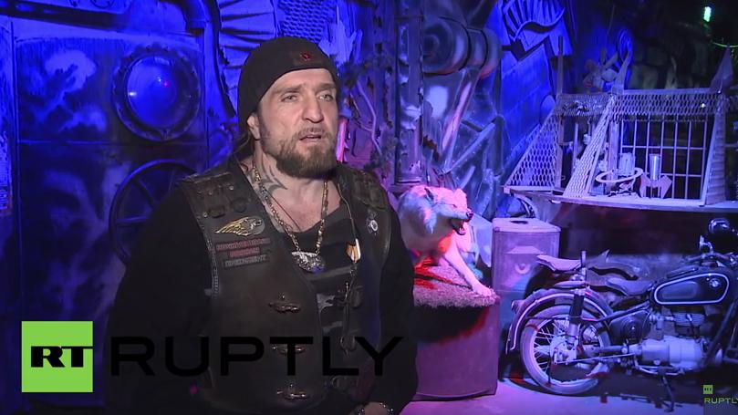 """Live: Nachtwölfe Anführer """"der Chirurg"""" spricht vor der Presse in Brest"""