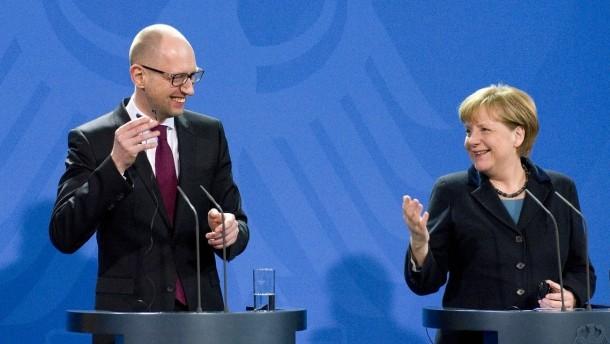 """Mehr lesen:Merkels """"Jaz-Vertrauen"""": Premier versichert mündlich """"beachtliche Reformen"""" und Deutschland gibt Millionen-Kredit"""