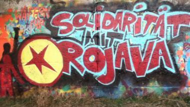 Breite internationale Unterstützung. Graffiti: Solidarität mit Rojava