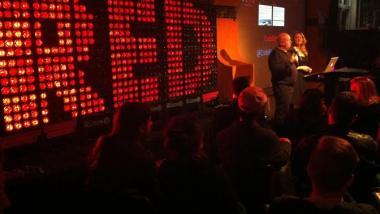 Annie Machon & Simon Davies bei ihrer Code Red-Präsentation in der Berliner c-base
