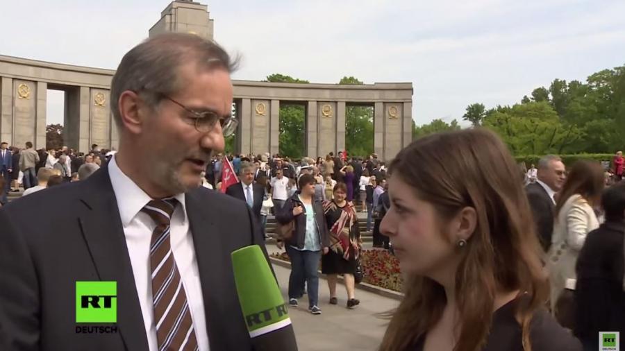 RT Deutsch Reporterin an Grenze festgehalten und vom ukrainischen Geheimdienst mit 3-jährigem Einreiseverbot belegt