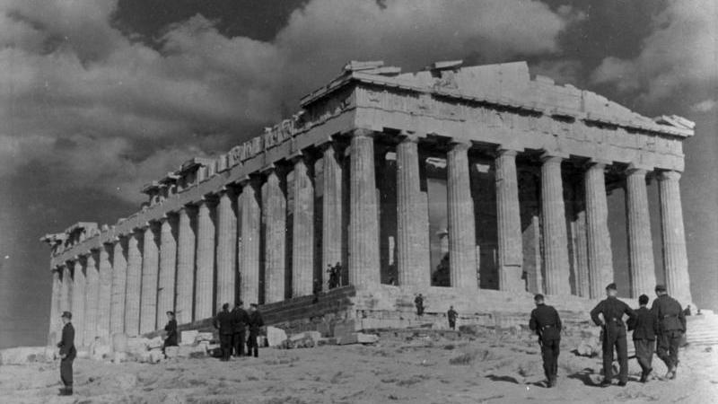 Deutsche Soldaten vor dem Parthenon im April 1941- Quelle: Bundesarchiv