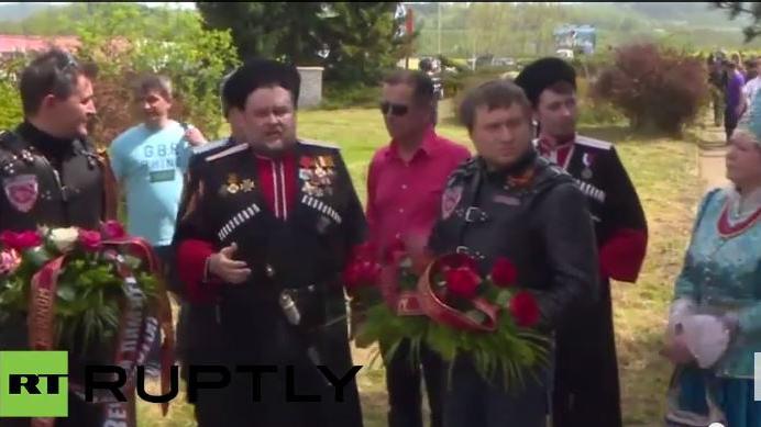 Live: Nachtwölfe gedenken am sowjetischen Ehrenmal in Vitejovice den Opfern des Faschismus