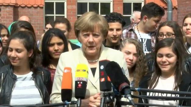 Merkel zensiert ARD-Bericht über Schulbesuch der Kanzlerin wegen israelkritischer Fragen der Schüler