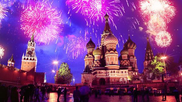 Live ab 21 Uhr: Riesen-Feuerwerk zum Tag des Sieges in Moskau