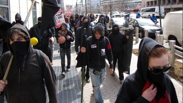 Live: Anarchisten marschieren gegen neue Regierung in London