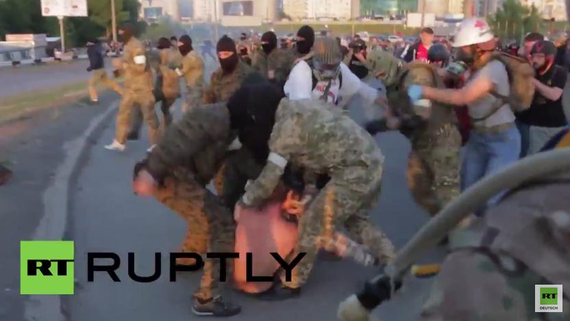 Protest gegen Einkaufszentrum: Schwere Auseinandersetzungen zwischen Polizei und Demonstranten in Kiew