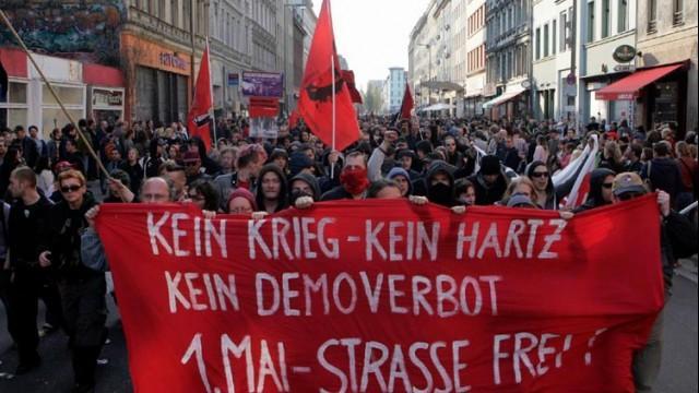 Live ab 18.00 Uhr: Tag der Arbeit - Demonstration in Berlin-Kreuzberg