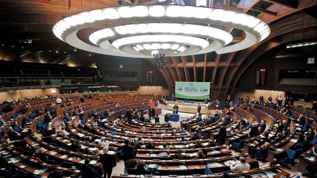 Live: Pressekonferenz zum EU-Konzept über Militäreinsätze gegen Flüchtlingsschlepper – deutsche Übersetzung
