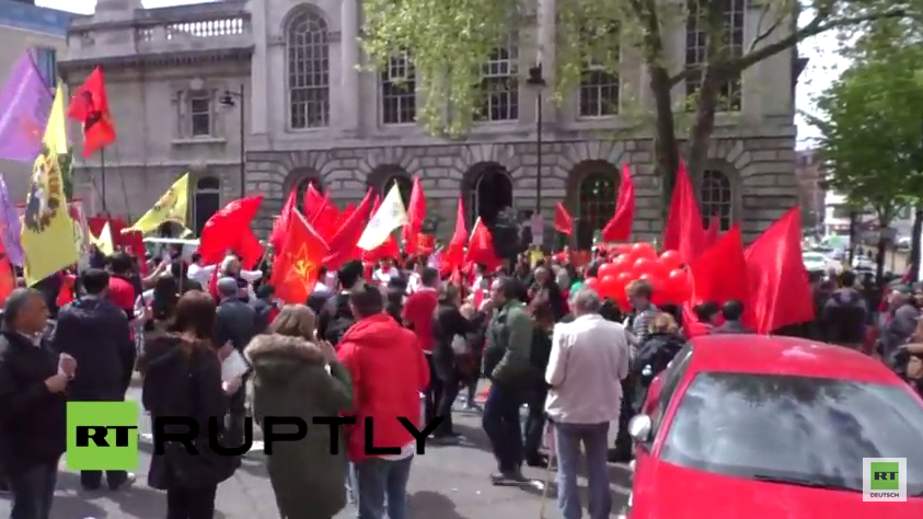Live: Tag der Arbeit Demonstranten fluten Londons Straßen