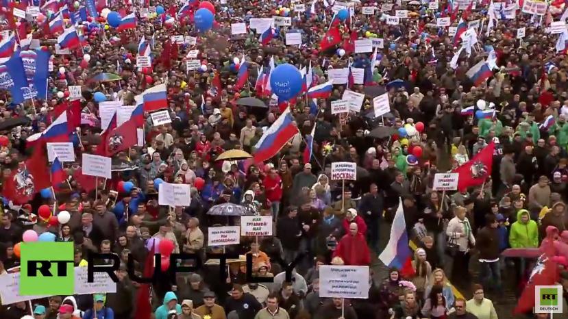 Über 100.000 Menschen auf 1. Mai Kundgebung in Moskau