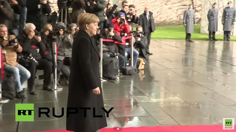 Live: Merkel empfängt britischen Premierminister Cameron mit militärischen Ehren in Berlin