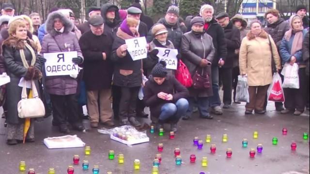 Live: Odessa-Massaker vor einem Jahr - Menschen legen Blumen vor ukrainischer Botschaft in Moskau ab