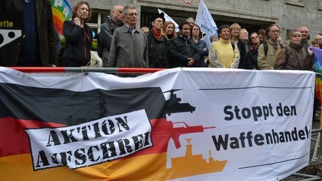 Live: Demonstration gegen Waffenhandel vor Jahreshauptversammlung von Rheinmetall in Berlin