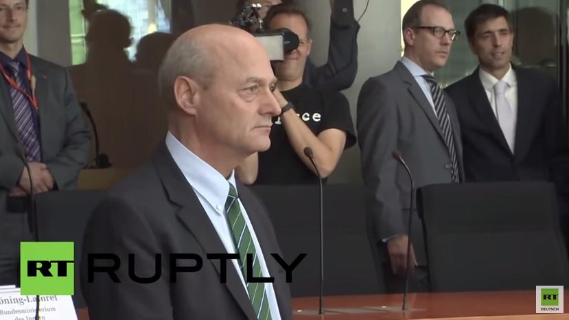 """Völlig außer Kontrolle"" - NSA-Untersuchungsausschuss übt scharfe Kritik an BND-Chef Schindler"