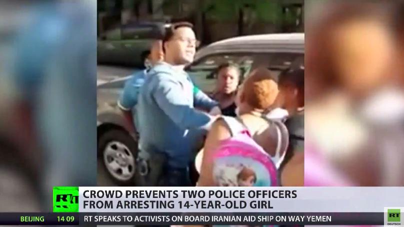 New York: Zivilisten zeigen Zivilcourage gegen Polizei und verhindern Verhaftung einer 14-Jährigen