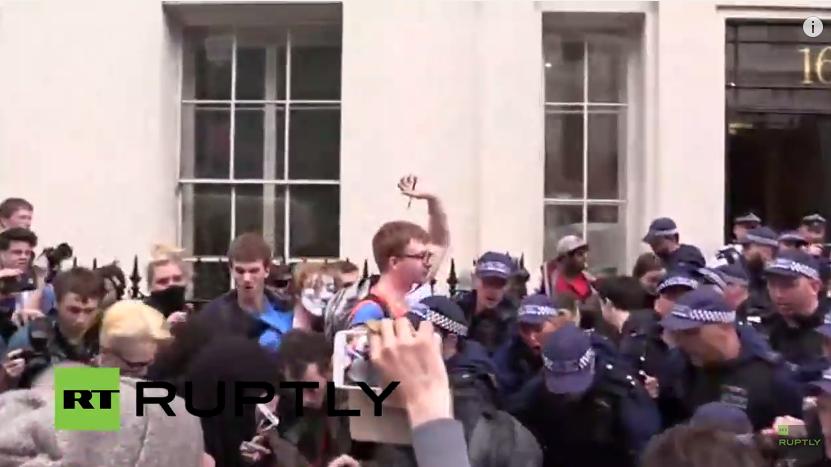 Live: Aufgeheizte Gemüter bei Studentendemonstration in London