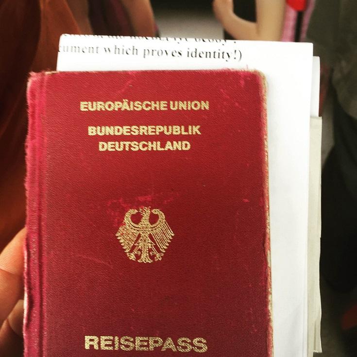 Endlich wieder im Besitz meines Passes - Quelle: Anna Schalimowa