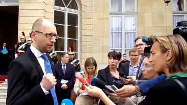 Jazenjuk gibt Völkermord im Donbass zu, Schuld an der Eskalation trüge aber Putin