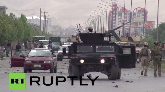 Bombenangriff der Taliban auf afghanisches Parlament in Kabul