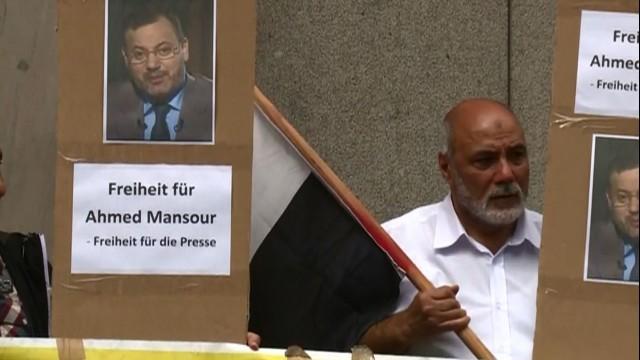 LIVE: Proteste für die Freilassung von Al Jazeera Journalist Ahmed Mansour in Berlin