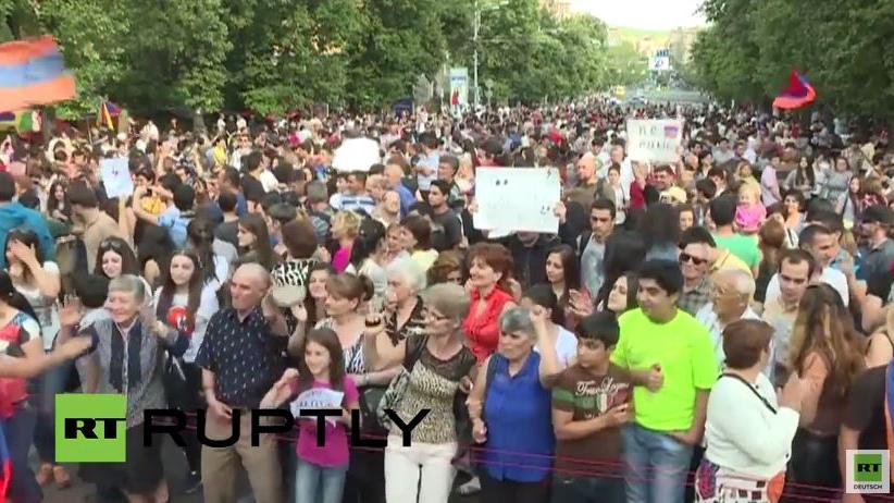 Live: Anti-Regierungsproteste in Armenien gehen weiter