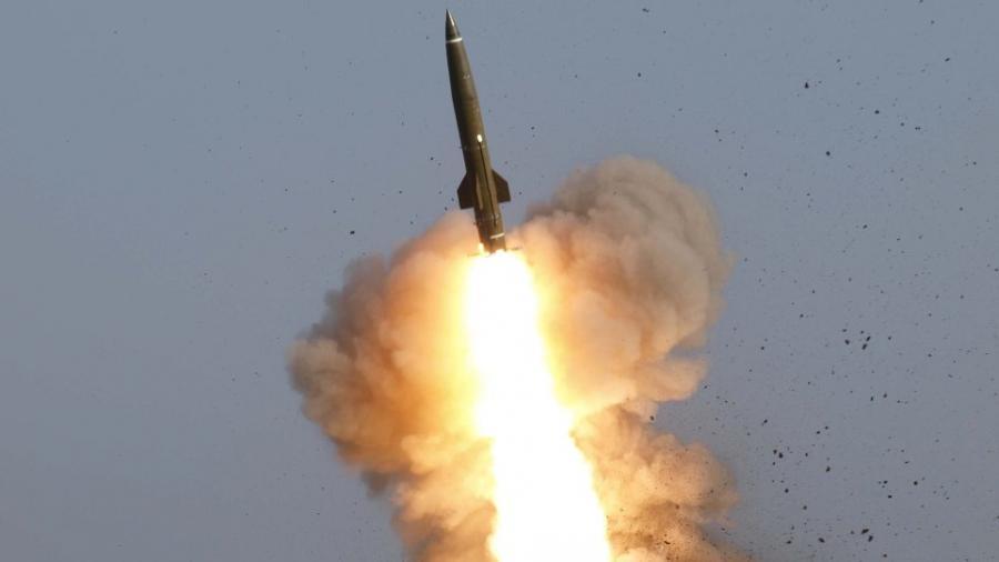 Ostukrainische Frontlinie: Kiew bringt ballistische Raketen und Panzer in Stellung