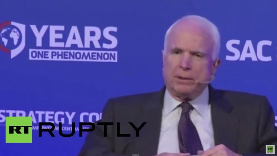 US-Senator John McCain in der Slowakei: Wir haben die Sozialen Medien erfunden, aber Russland gewinnt den Informationskrieg