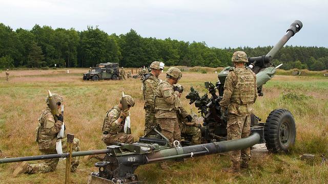 """US-Soldaten der 319. Luftlande-Artillerieeinheit im Rahmen des NATO-Manövers """"Saber Strike"""" in  Drawsko Pomorskie, Polen - Quelle: US Army Europe"""