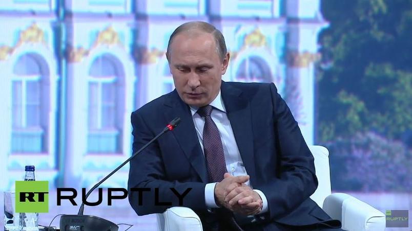 Live: Tsipras und Putin sprechen auf Podiumsdiskussion beim Petersburger Wirtschaftsforum