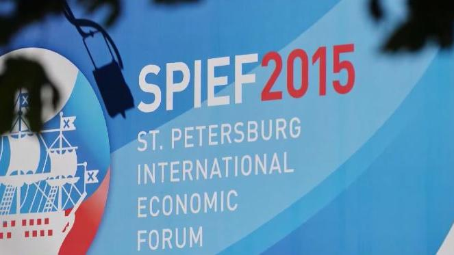 """Drohungen aus den USA - """"Big Oil"""" trotzdem stark vertreten auf St. Petersburger Wirtschaftsforum"""
