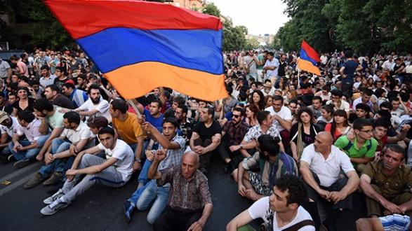 "Anti-Regierungsproteste in  Jerewan - Russische Politiker warnen vor ""Farbrevolution"" in Armenien"