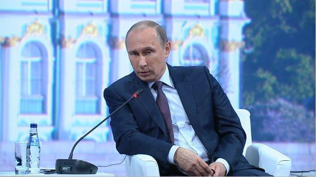 Putin unterstreicht Solidarität mit der syrischen Regierung und äußert sich zu Waffenlieferungen in die Ostukraine