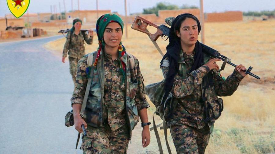 Quelle: Foto von der Pressestelle der YPG/ http://ypgrojava.com/en/index.php/news/715-pictures-phase-ii-operation-commander-rubar-qamishlo-gire-spi-june-15-2015-1