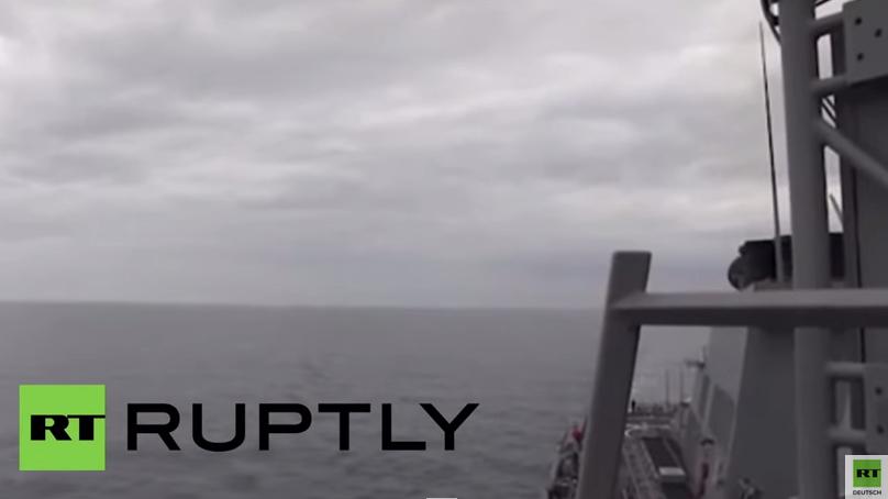 Schwarzes Meer: Russischer Kampfjet fliegt direkt an US-Zerstörer vorbei
