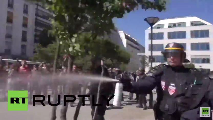 Frankreich: Zusammenstöße als Polizei Migranten aus provisorischem Camp vertreibt