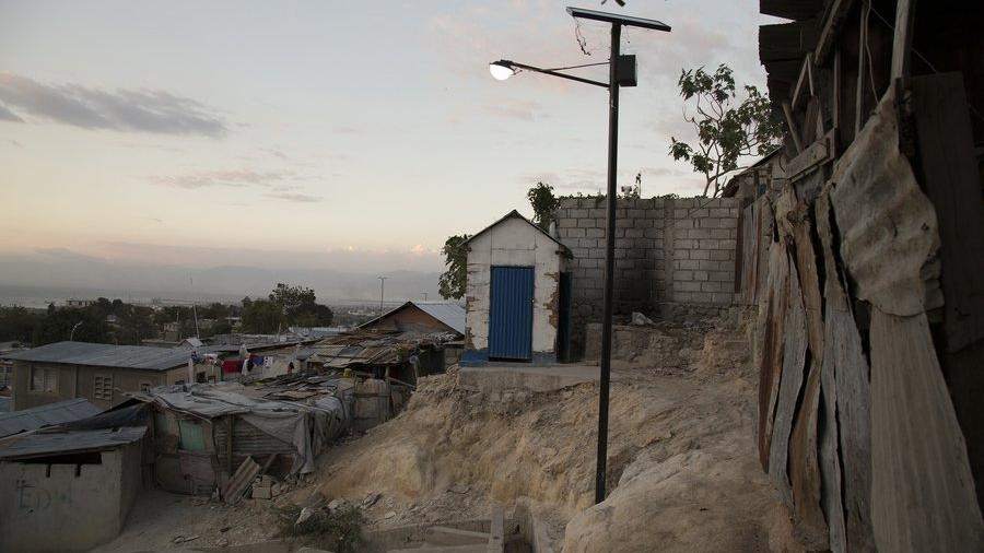 Wo sind 500 Mio. Dollar? Das US-amerikanische Rote Kreuz versprach Häuser für 130.000 Erdbebenopfer in Haiti, baute aber nur 6