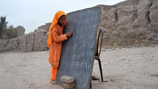 USA: Wir haben 700 Schulen in Afghanistan gebaut – Bildungsminister: Diese existieren nur auf dem Papier