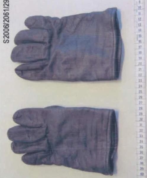 Bringen die Schmauchspuren an diesen Handschuhen dem NSU-Prozess eine neue Wendung?