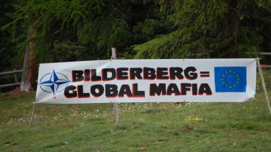 Protestplakat gegen die Bilderberg-Gruppe. Quelle: wearechange.ch