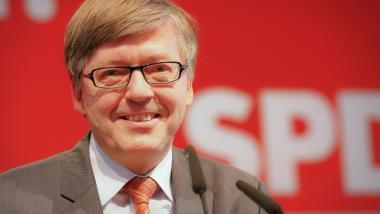 Fordert mehr Panzer für die Bundeswehr. Der Wehrbeauftragte Hans-Peter Bartels (SPD). Foto: Martin Kraft, CC BY-SA 3.0 de