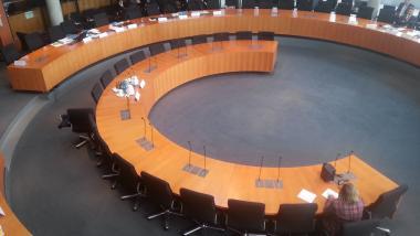 Wünscht sich den Untersuchungsausschuss immer so leer - Die Bundesregierung - Quelle: netzpolitik.org