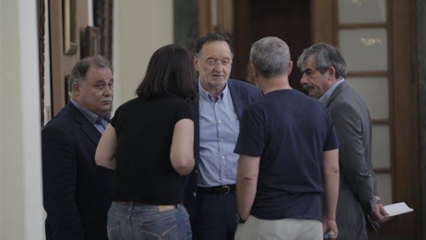 Streit bei Syriza: Linke Plattform fordert Euro-Austritt und kündigt Rücktritte von Ministern an