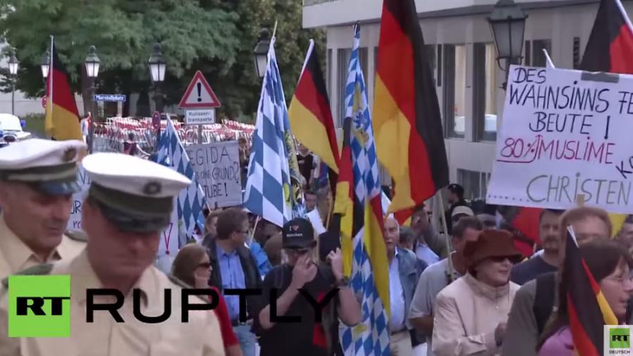 """München: 85 protestieren gegen """"Islamisierung"""" - Über 2.000 für Solidarität mit Flüchlingen"""