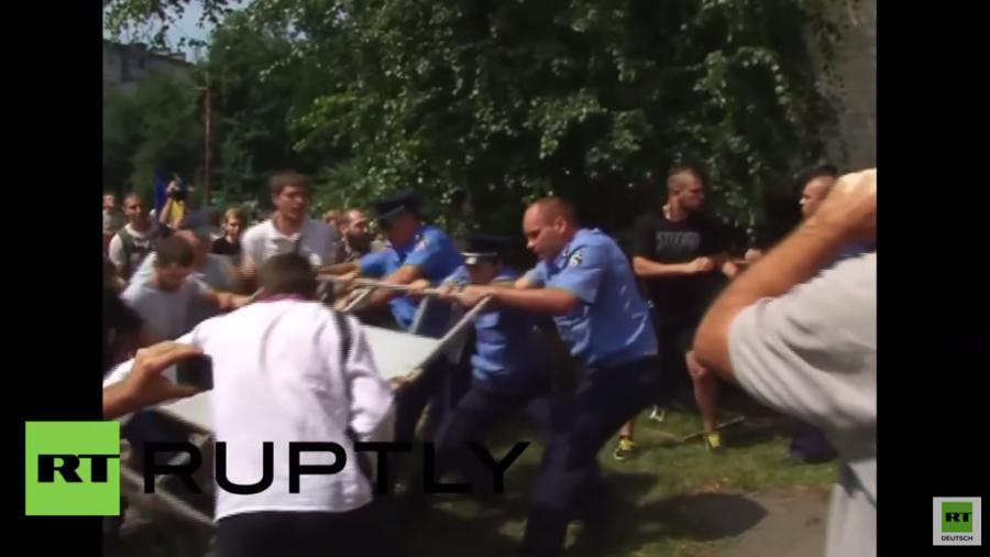 Charkiw: Nach Zusammenstößen vor Gericht Verhandlung gegen Bürgermeister verschoben