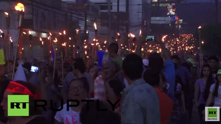 Honduras: Tausende marschieren mit Fackeln gegen US-Einflussnahme