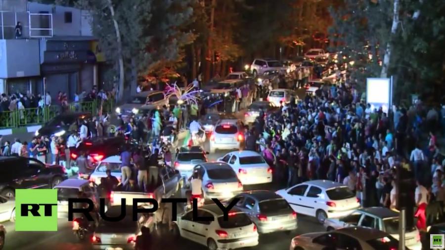 """Iran: Tausende feiern """"historisches Atomabkommen"""" auf den Straßen Teherans"""