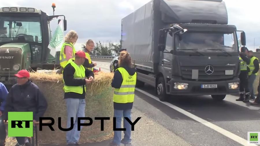 Französische Landwirte blockieren Autobahnen an Grenze zu Deutschland